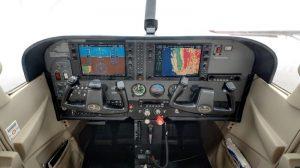 cessna_I-SKYR_cockpit.jpg